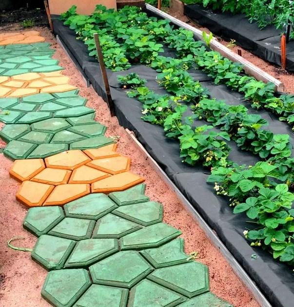 Цветная садовая дорожка отлитая в формах